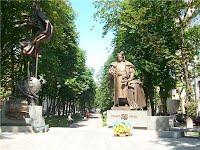 Київ. Пам'ятник Гетьману України  Пилипу Орлику